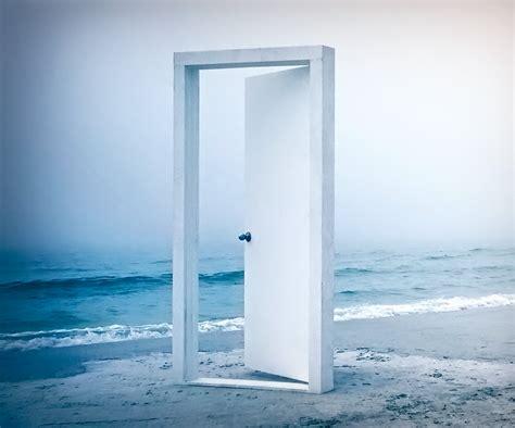 come aprire porte aprire le porte a chi e abbandonato disorientato