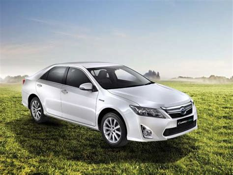 Toyota Camry Price In India Toyota Camry Hybrid Launched In India Price Specs