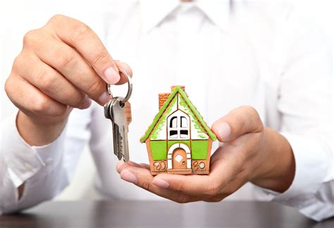 s properties when should a landlord hire a property management company