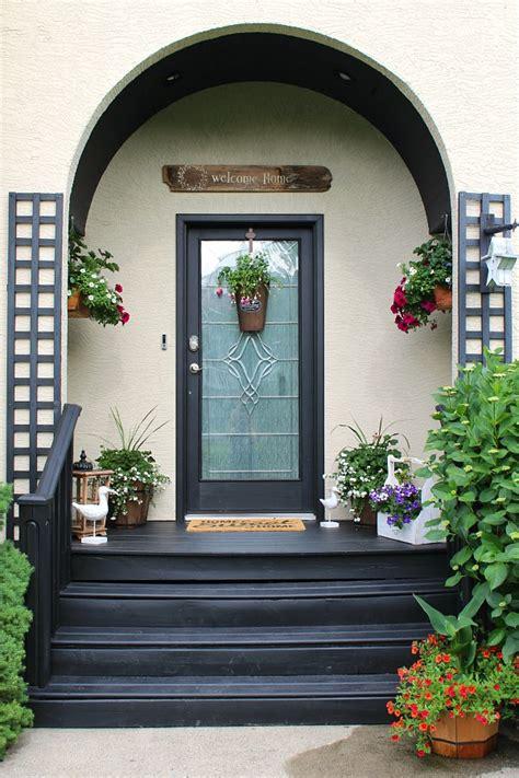 wonderful door dressup idea  trendy summer front porch