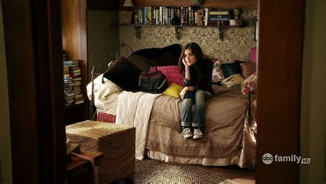 pretty little liars bedroom decor the lovely side aria s room pretty little liars decor