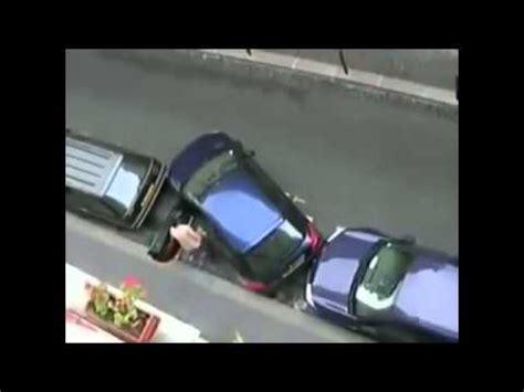 donna al volante pericolo donna al volante pericolo costante l incredibile