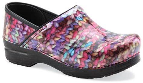 yarn pattern dansko funky knit patent leather dansko clogs i love yarn odds
