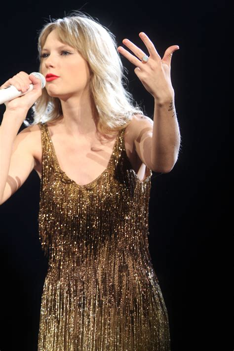 taylor swift wiki wikia file taylor swift 6820727908 jpg wikimedia commons