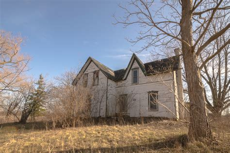 A Dying Breed: Ontario's Forgotten Abandoned Houses