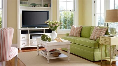 sofa für erker wohnzimmer einrichten beispiele
