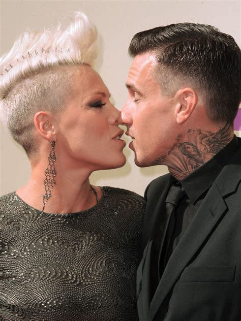 carey hart hair carey hart hair pink and carey hart at 2010 american