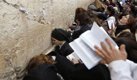 imagenes de personas judias las mujeres podr 225 n rezar libres en el muro de las