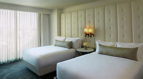 vegas 2 bedroom suite living large at the trump hotel las vegas peaks and