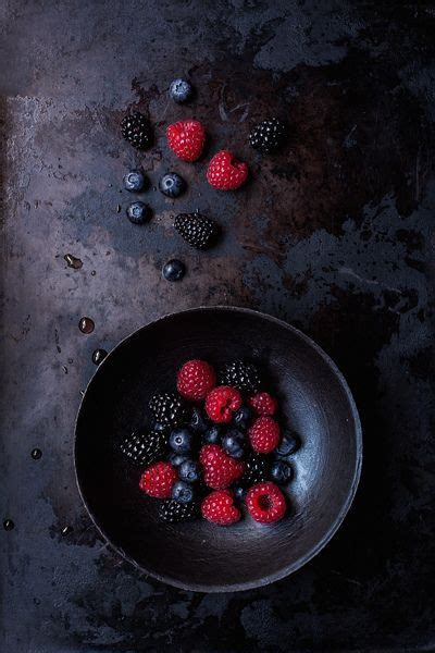 Blackberry Eating Theme | make me a cake theme of the month july cherries and berries