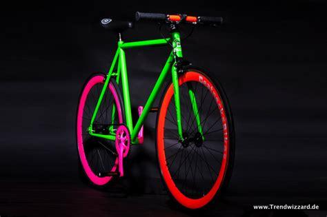 Rennrad Rahmen Lackieren Kosten by Hip Hop Hype Beatnecks Neon Bikes Stahlrahmen Bikes