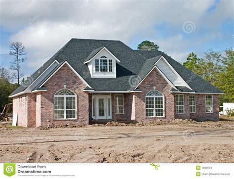 prix maison en brique maison neuve 2 de brique photo stock image du pastel