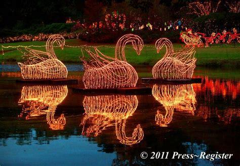 bellingrath gardens christmas lights 3 million christmas lights attract families to bellingrath