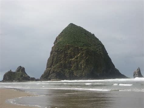 haystack rock cannon beach oregon oh the places ive
