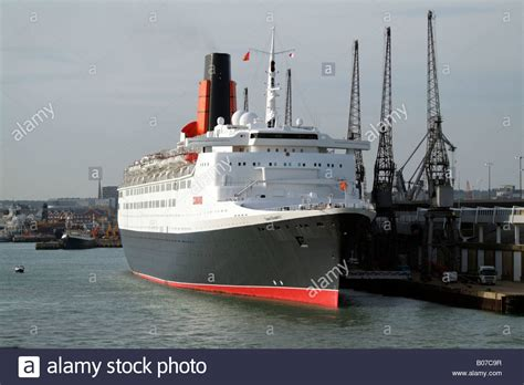cunard queen elizabeth 2 ship position qe2 news qe2 queen elizabeth 2 cunard cruise ship southton
