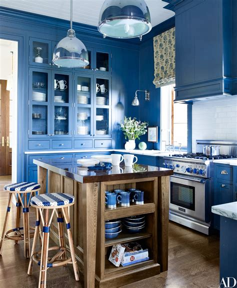 decorate  bright monochromatic kitchen