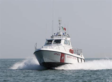 capitaneria di porto fano la capitaneria di porto soccorre natante in avaria al