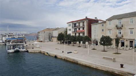 wohnung in kroatien insel pag wohnung direkt an uferpromenade zum renovieren
