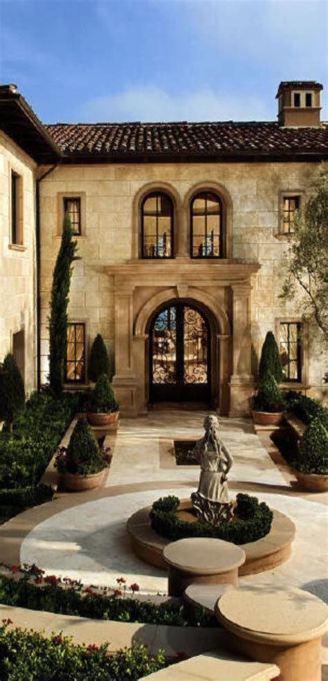 mediterranean homes best 25 tuscan homes ideas on mediterranean