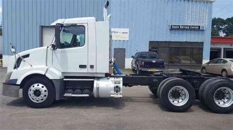 volvo waht  car hauler  daycab semi trucks
