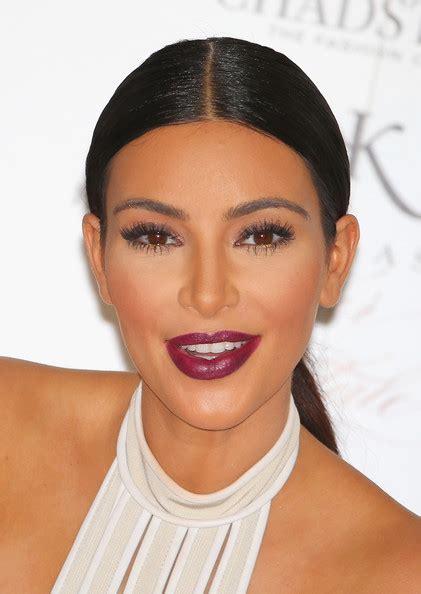 kim kardashians low sleek ponytail with center part celebrity kim kardashian ponytail kim kardashian looks stylebistro