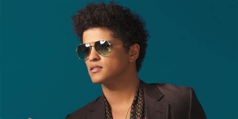 Kaos Bruno Mars 18 yuk intip gaya kencan malu malu ala bruno mars
