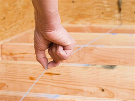 laying a plywood subfloor diy