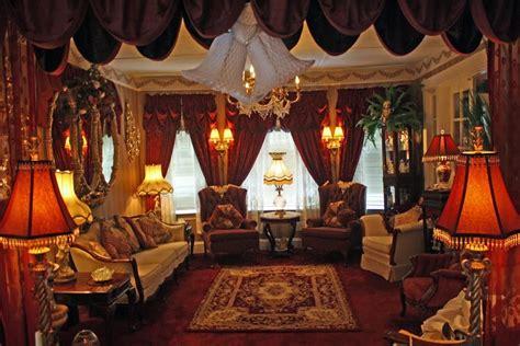 Viktorianisches Wohnzimmer by Steunk Coat Rack Black Trim And Interior Fabric