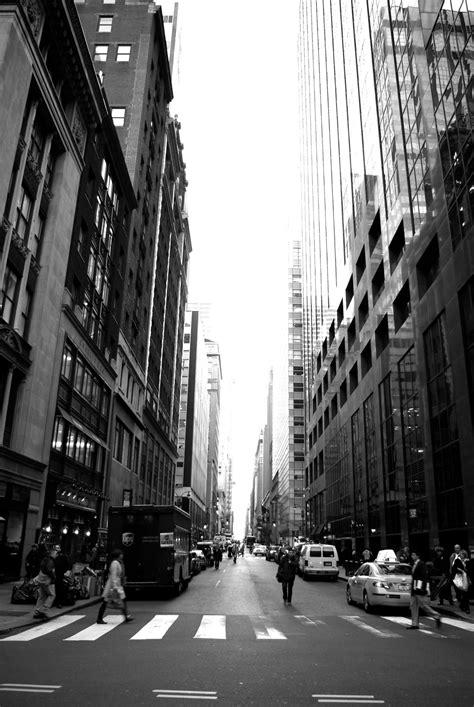 gambar hitam  putih jalan pencakar langit