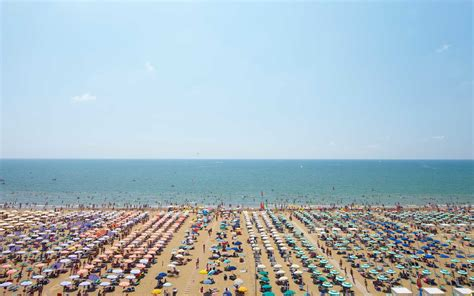cheapest days  fly  summer  travel leisure