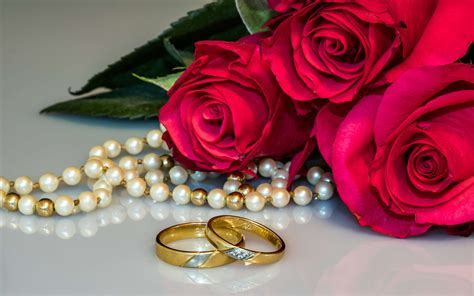 Red Roses Flowers Wedding Rings Necklace With Pearls Photo