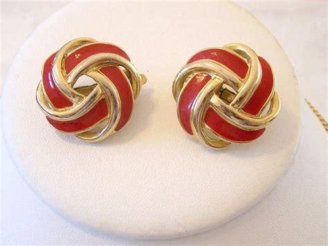 Nan Enamel Motif Panorama trifari enamel knot motif necklace and clip earrings