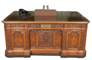 resolute desk mo79 242 replica of the hms resolute desk john f kennedy presidential library museum