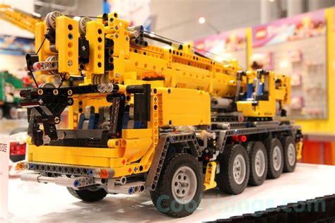lego technic mobile crane mk ii lego 42009 mobile crane mk ii pics