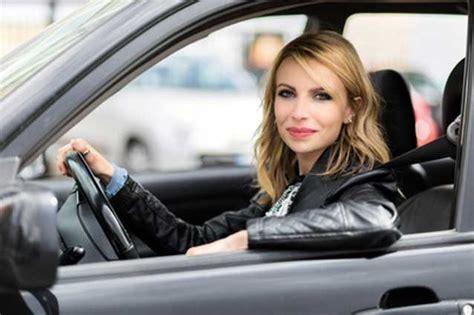 foto donne al volante donne al volante causano meno incidenti ma il 46 232