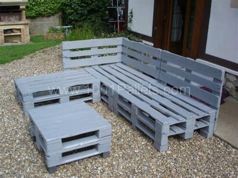 comment fabriquer un canapé en palette salon d jardin en palette les cabanes de jardin abri de