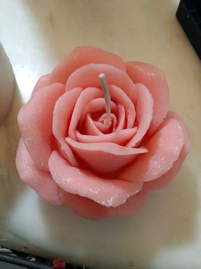 candele a forma di rosa candele artigianali a forma di rosa disponibili in vari
