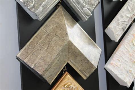 tipi di cornici per quadri cornici classiche in legno cornici foglia oro e argento