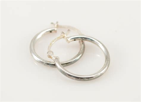 1 6g solid silver small hoop sterling earrings marked 925
