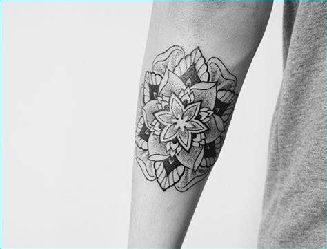tattoo mandala piccolo 28 spirituali disegni mandala tatuaggio tatuaggi e piercing