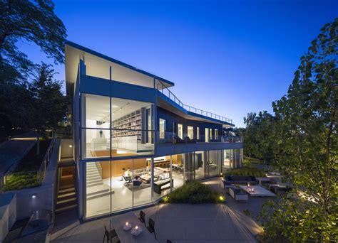 moderne glasfront zum garten haus im bauhausstil - Glasfront Haus