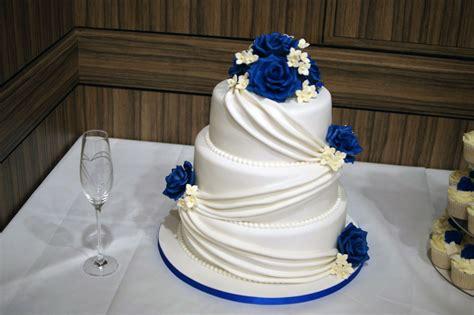 wedding cake drapes 3 tier wedding cake with cupcake tower bakealous