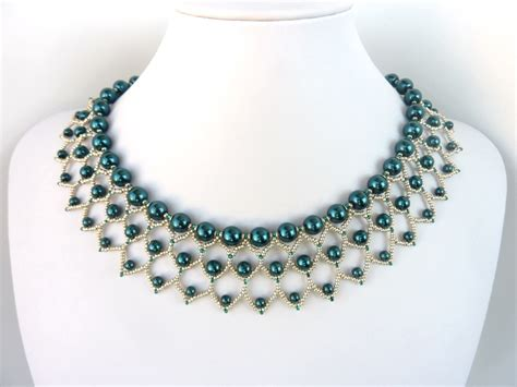 free beading pattern for pearl petals necklace