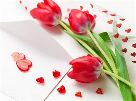 drei rote tulpe blumen b 228 nder herzf 246 rmige dekoration