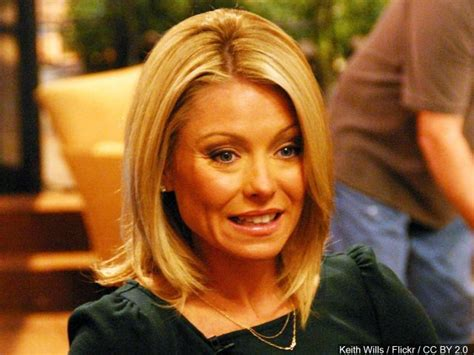 Live With Kelly And Michael Vacation Giveaway - kelly ripa returns to live congratulates michael strahan on gma job wway tv3