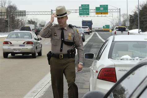 maryland house rest stop police tow trucks need move over law tribunedigital baltimoresun