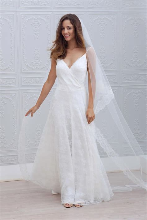 simple wedding dresses for beach wedding
