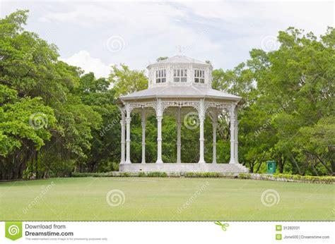 pavillon im park wei 223 er pavillon im park thailand stockbild bild