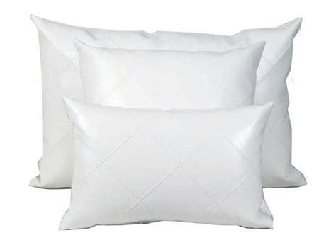 coussins blanc coussin simili cuir blanc