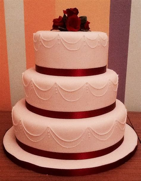 Simple But 3 Tier Wedding Cake For And A Lovely Simple 3 Tier Wedding Cake Cakes Cupcakes